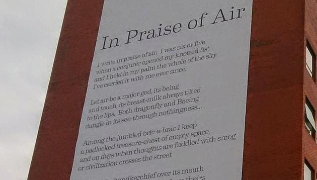The poem 'In Praise of Air', the world's first catalytic poem, is mounted on the wall in a building in University of Sheffield.(Writingsheffield.com)