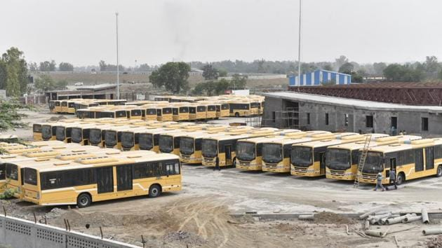As part of the Rs 600 crore project, 93 low-floor AC buses were to be commissioned but only 15 were plying on the road even four months after the inauguration.(HT Photo)
