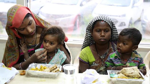 As many as 250 packets of food were distributed at the pre-launch.(HT File Photo)