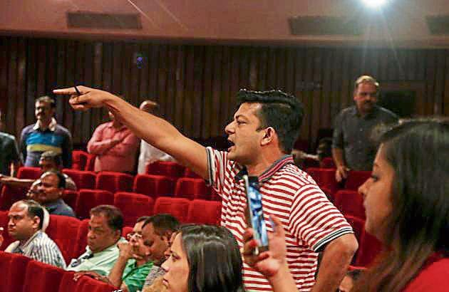 Buyers and residents of Amrapali group projects at the meeting with authority officials and the builder.(Salman Ali/HT Photo)