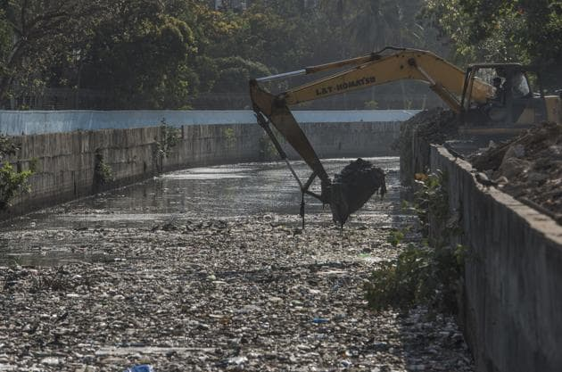 In addition to improving cleanliness, the BMC said it will also focus on citizens' involvement and would like more Mumbaiites to give their feedback for better performance next year.(HT Photo)