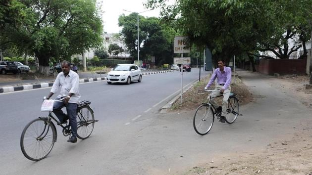 A cycle track in Sector 7, Chandigarh, is infrequently used.(Keshav Singh/HT Photo)