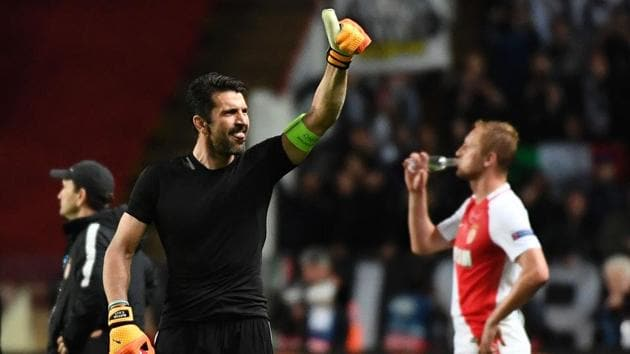 Juventus goalkeeper Gianluigi Buffon gives the thumbs-up as he celebrates the team's 2-0 win over Monaco in the UEFA Champions League semi-final first leg match at the Stade Louis II stadium in Monaco on Wednesday.(AFP)