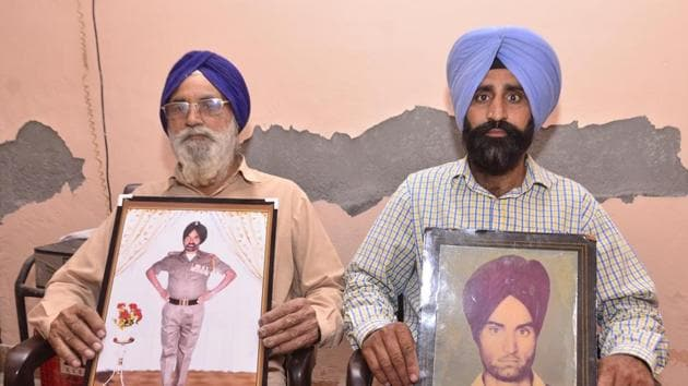 Ex-servicemen (left) Joginder Singh showing a picture during service and (right) Daljit Singh showing picture of his father Kashmir Singh who was martyr in Kargil, at Pandori Sidhwan village on Wednesday.(Sameer Sehgal/HT Photo)
