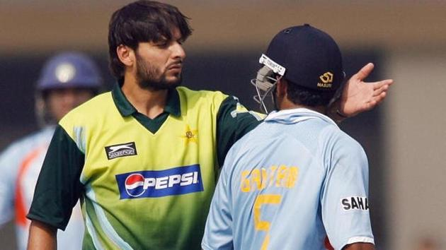 Shahid Afridi feels Gautam Gambhir hasn't moved on from their ugly on-field spat that took place during Pakistan's tour of India in 2007.(AFP/Getty Images)