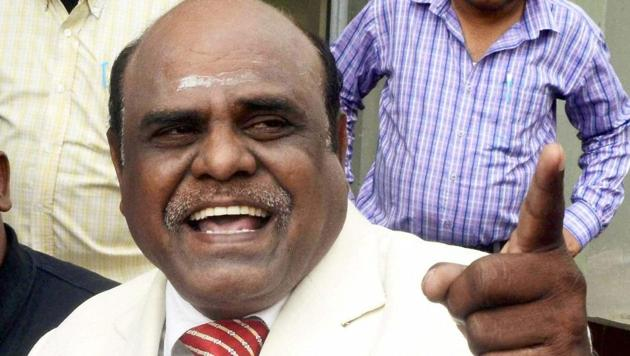 Calcutta high court judge CS Karnan addressing a press conference at his residence in New Town near Kolkata recently.(PTI photo)