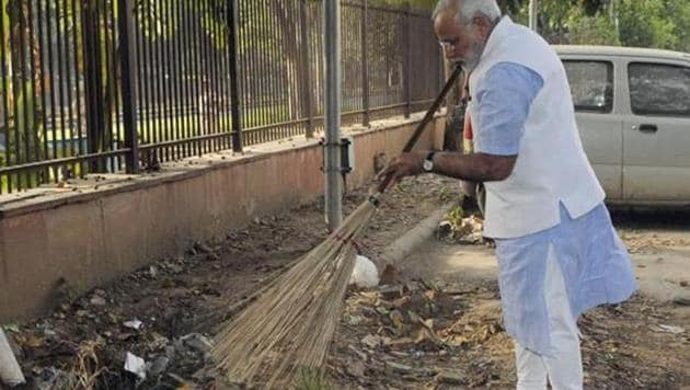 Prime Minister Narendra Modi wields the broom during a surprise visit to a police station in New Delhi. Modi launched the Swachh Bharat campaign on October 2, 2014.(File photo/PIB)
