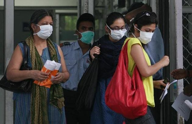 Since the virus spreads faster when there is a drastic change in temperature and humidity, residents have been advised to wear masks to prevent and stay hydrated.(HT file photos)