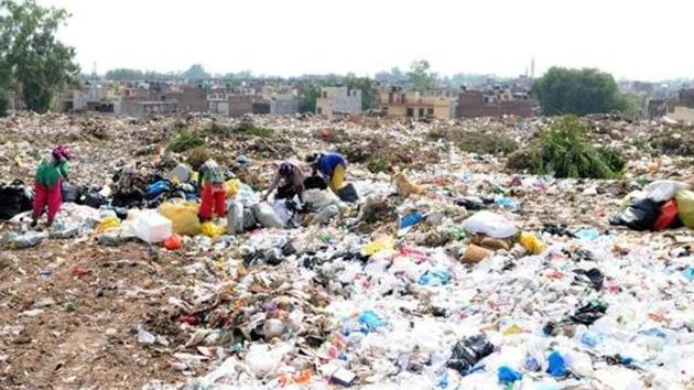 The third nationwide survey, which evaluated the cities on waste collection, solid waste management, construction of toilets, sanitation strategies and behaviour change communication, had no good news fro Punjab.(HT Representative Image)
