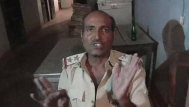 The SHO of Kazi Mohammadpur police station, Muzaffarpur, who was arrested for consuming liquor.(HT photo)
