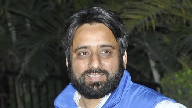 Suspended AAP leader and now chairman of a panel of the Delhi assembly, Amanatullah Khan.(HT File)