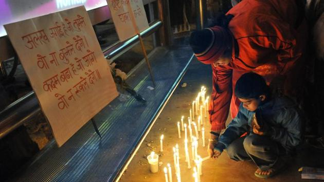 People light candles in the memory of the December 16, 2012 gang rape victim in New Delhi.(HT File)
