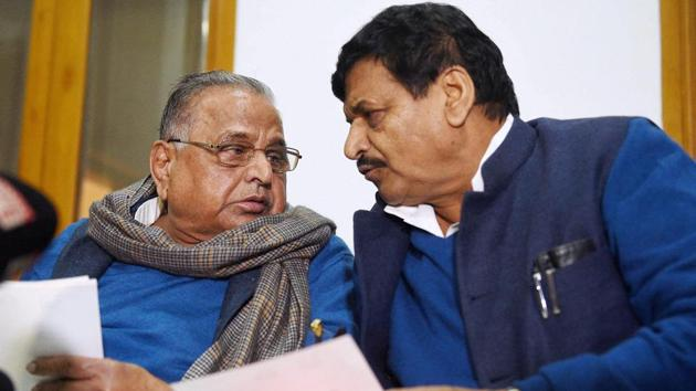 Samajwadi Party patriarch Mulayam Singh denies speculation over his brother Shivpal ever joining the BJP.(PTI file)