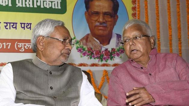Chief minister Nitish Kumar sharing stage with RJD chief Lalu Prasad at a function in Patna.(HT File Photo)