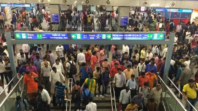 File photo of the Rajiv Chowk metro station which, at present, has a footfall of five lakh. When Delhi Metro's Phase-III project is commissioned, the Kashmere Gate station will see a spike in its footfall while there'll be a decline in Rajiv Chowk station's ridership.(Saumya Khandelwal/HT File)