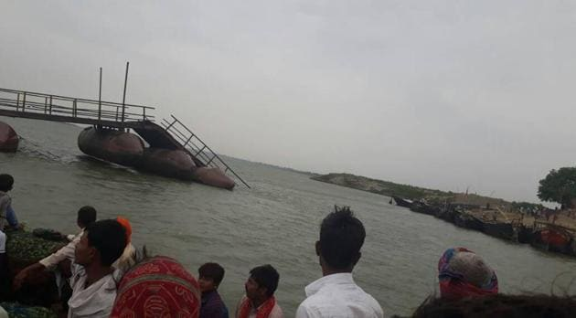 A portion of the pontoon bridge in Danapur, connecting Patna with north Bihar, was damaged during a thundersquall in Patna on Tuesday. (HT photo)