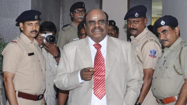 Calcutta high court judge Justice Chinnaswamy Swaminathan Karnan (C) gestures as he speaks with police personnel in Kolkata on May 4, 2017.(AFP)