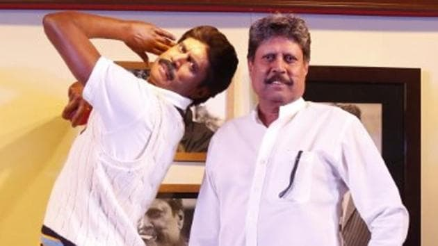 Kapil Dev at the unveiling of his wax statue at New Delhi's Madame Tussauds Museum.(HT Photo)