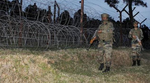 Army jawans patrolling at the Line of Control (LoC) in Jammu and Kashmir.(PTI)