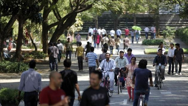 A combination of new technologies, changing business models and a tighter visa regime in the United States has forced IT companies to go for large-scale layoffs. No matter how much we talk about diversifying the global spread of Indian IT workers, the US market remains the biggest determinant of the performance on the Indian IT sector(AP)