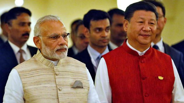 Indian Prime Minister Narendra Modi (L) and Chinese President Xi Jinping arrive for a photo opportunity ahead of BRICS (Brazil, Russia, India, China and South Africa) Summit in Benaulim, in the western state of Goa, India, October 15, 2016.(Reuters)