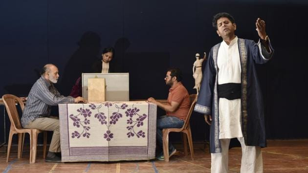 Rehearsals for the play Anti-National Ghalib, which revolves around the imaginary premise of the 19th century Urdu poet having been summoned to court to defend his writing.(Vipin Kumar/HT Photo)