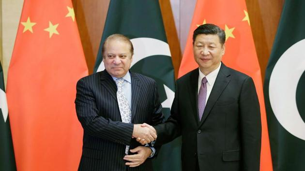 Pakistan's Prime Minister Nawaz Sharif (L) with China's President Xi Jinping, ahead of the Belt and Road Forum, in Beijing, May 13(AFP)