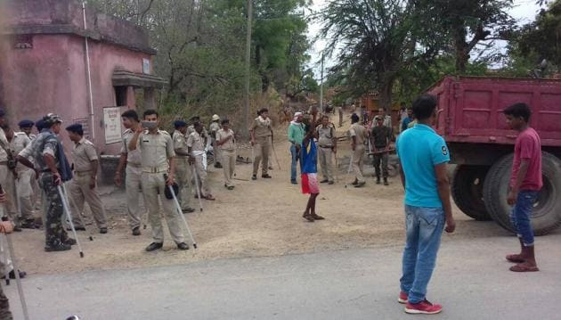 Police personnel deployed at Sobhapur after locals lynched three people suspecting them to be members of child-kidnapping gang in Seraikela-Kharsawan, Jharkhand, May 18,(Manoj Kumar/Hindustan Times)
