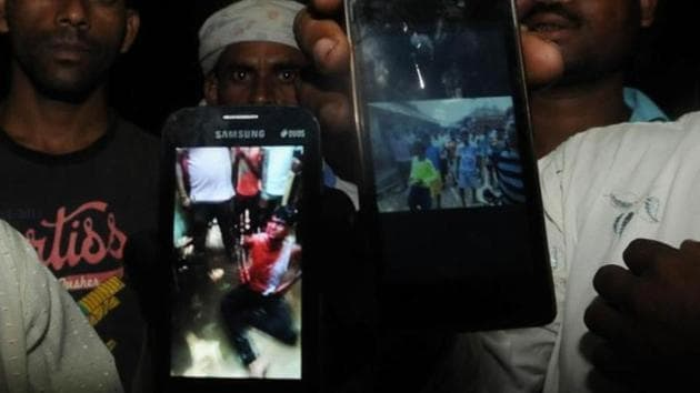 In the photo displayed on the phone, Mohammed Naeem is pleading to a group of villagers as blood trickles down from his head.(Parwaz Khan/HT Photo)