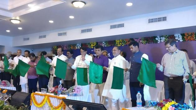 The train being flagged off from CST in Mumbai on Monday.(Suresh Prabhu/Twitter)
