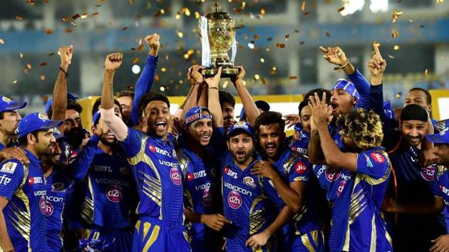 Mumbai Indians cricketers celebrate with the trophy after winning the IPL 2017 title. Get highlights of Rising Pune Supergiant vs Mumbai Indians here.(PTI)