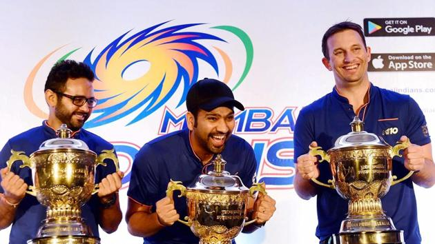 Mumbai Indians captain Rohit Sharma , Parthiv Patel and Shane Bond with Indian Premier League replica trophies.(PTI)