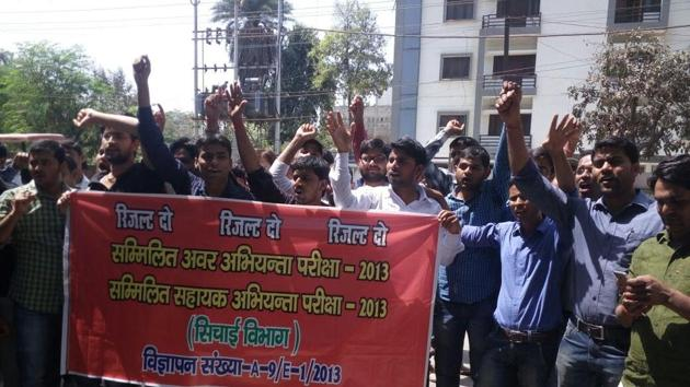 Earlier protest staged by the UPPSC engineering service candidates against delay in result. But Sunday's protest will be a major show as they will walk upto CM's residence in thousands.(Handout image)