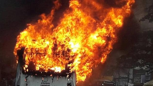 The ill-fated bus which caught fire in Nalanda on Thursday.(HT Photo)
