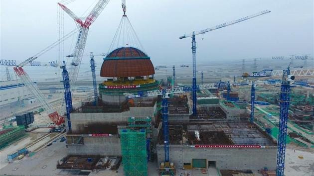 """The """"containment dome"""" of China's first demonstration nuclear power project using the Hualong One technology being installed in eastern Fujian province on Thursday.(Courtesy www.news.cn)"""
