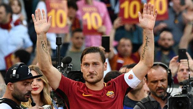 <p>AS Roma's captain Francesco Totti greets fans during a ceremony following his last match with AS Roma.</p> (AFP)