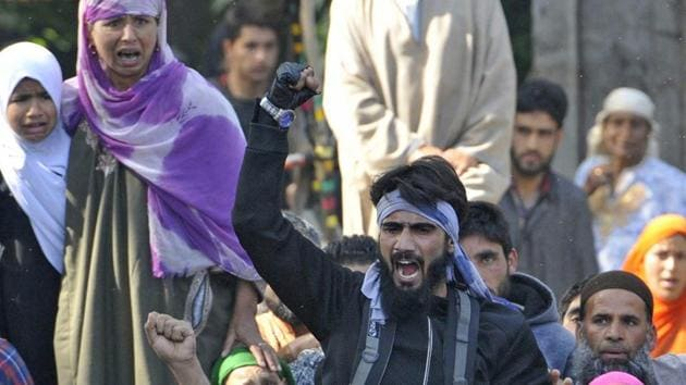 A Kashmiri local militant shouts slogan during a funeral of militant commander Sabzar Ahmed Bhat in Tral, about 45 km south of Srinagar.(Waseem Andrabi /HT Photo)