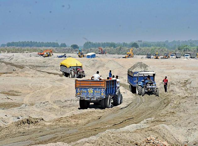 Experts say police action against illegal mining and overloading has increased the price of sand.(HT File Photo)