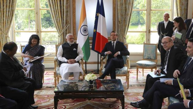 Prime Minister Narendra Modi holds talks with French President Emmanuel Macron at the Elysee Palace in Paris on Saturday.(REUTERS)