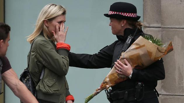 It is the easy, friendly interaction between members of the public and the police in the United Kingdom that deserves some attention.(AFP)