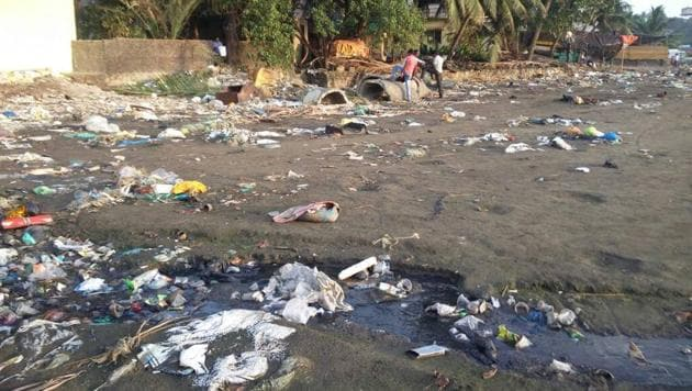 Bhattebandar is one of the cleanest beaches near Mumbai. But, even it bears the brunt of untreated sewage and plastic, said activists.(HT Photo)