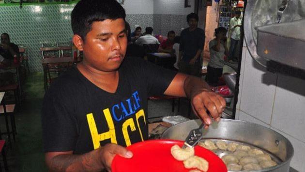 A momo vendor in Sector 15 market, Chandigarh.(Karun Sharma / HT File)