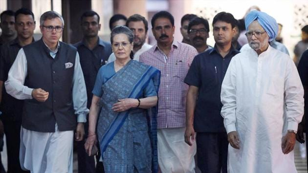 Former Prime Minister Manmohan Singh with Congress President Sonia Gandhi, party vice president Rahul Gandhi and former Jammu and Kashmir chief minister Omar Abdullah after a meeting to discuss the strategy for the upcoming Presidential elections, in New Delhi on May 26.(PTI)