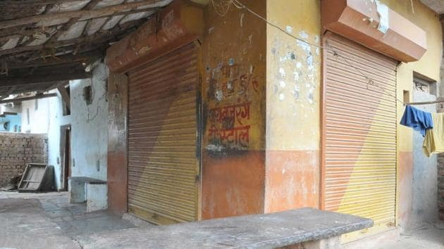 Streets were deserted and shops shut in violence-hit Mandsaur's Bahi Parsavnath village on Saturday. Fear of police, who picked up three men, prevailed in the village, creating a curfew-like situation.(Mujeeb Faruqui / HT photo)