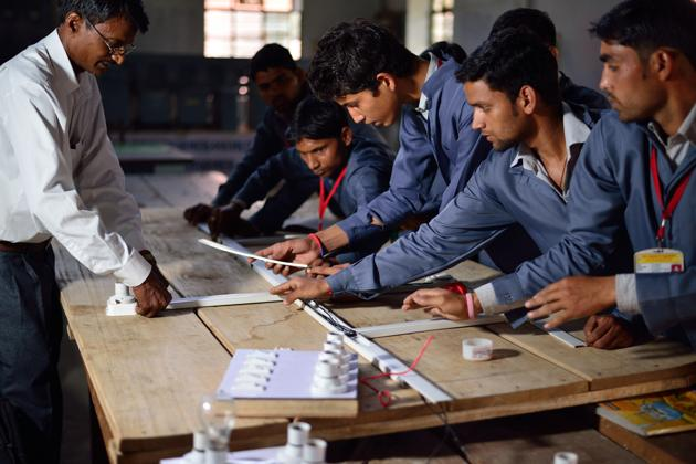 About 1.2 crore youth need to be skilled and by 2025, and an estimated 250 million youth will enter the Indian workforce.(Pradeep Gaur/Mint)