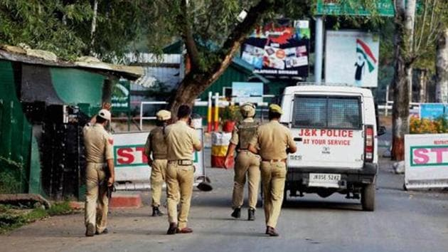 Kashmir Valley is witnessing a fresh spell of protests after the killing of Hizbul Mujahideen militant Sabzar Bhat last month(PTI File photo)