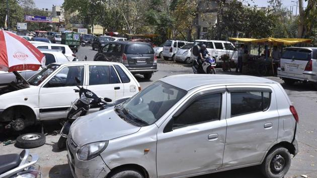 The Parking Policy for Delhi proposes to charge more for daytime parking in residential areas and for peak hours in commercial areas.(Arun Sharma/HT PHOTO)