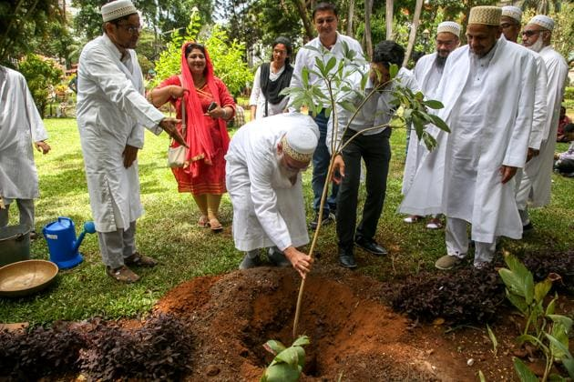 Members of Dawoodi Bohra community plant trees at Horniman Circel garden in south Mumbai.(HT photo)