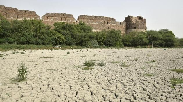 The lake near the Purana Qila in Delhi has dried up. The lake was a boating-cum-picnic hotspot. It is among hundreds of water bodies in Delhi which have died due to negligence, dumping of waste, and encroachments.(Sushil Kumar/HT Photo)