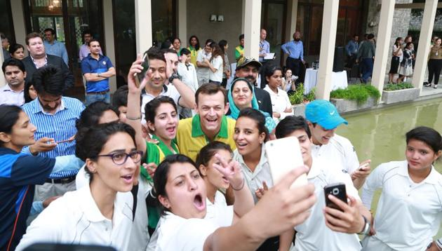 Adam Gilchrist poses for a selfie with the girls at the Australian High Commission in Delhi.
